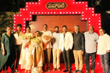 Mahanati team Felicitated by Allu Arjun